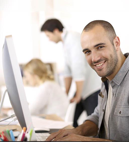 hombre trabajado ordenador